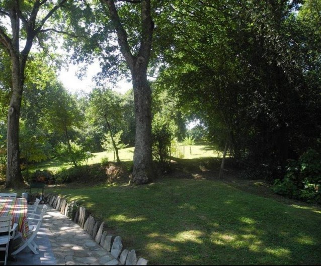 Location de vacances - Maison - Villa à Bidart - arrière de la maison: sieste à l'ombre dans le hamac