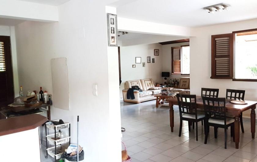 Location de vacances - Villa à Le Lamentin - salle à manger et salon