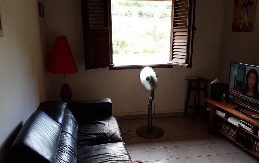 Location de vacances - Villa à Le Lamentin - salle de télévision