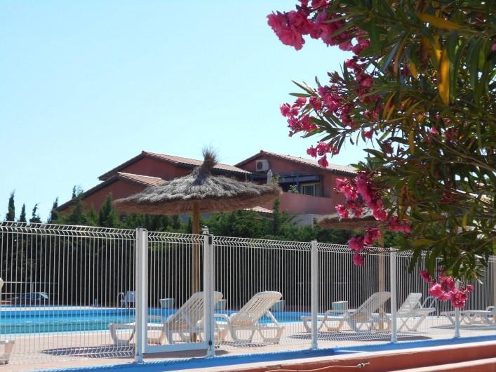 Location de vacances - Appartement à Alénya - Piscine de l'hotel accessible pendant l'été