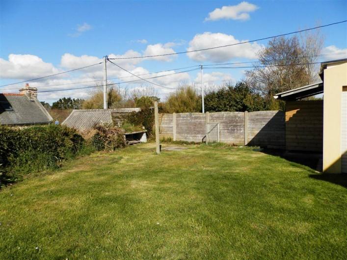 Location de vacances - Maison - Villa à Ploumoguer - Jardin derrière la maison