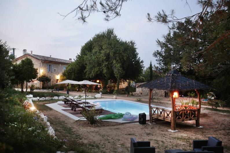 Location de vacances - Chambre d'hôtes à Aigremont - Le Mas et sa piscine