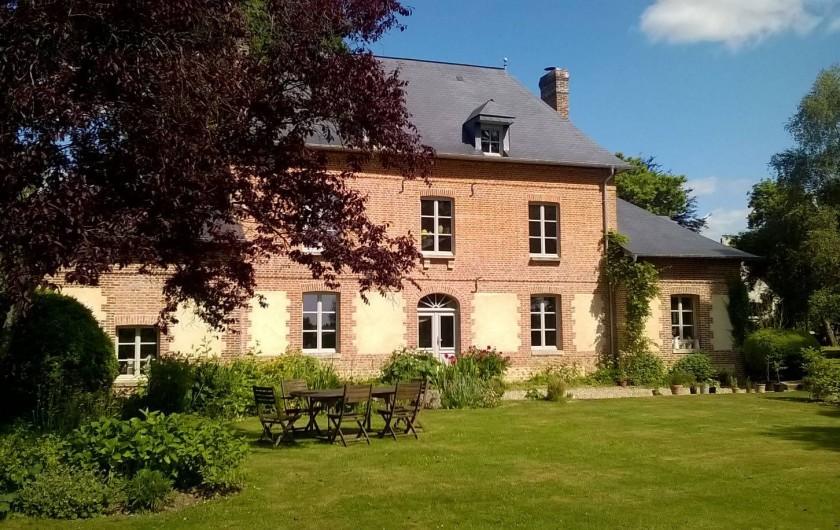 Location de vacances - Chambre d'hôtes à Bois-Guilbert - Gentilhommière XIXème classée Fondation du Patrimoine Façade sud côté parc