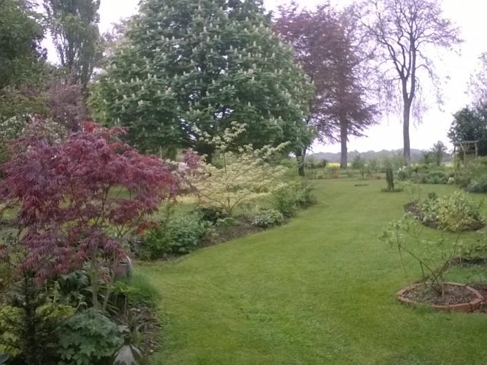 Location de vacances - Chambre d'hôtes à Bois-Guilbert - une partie du parc