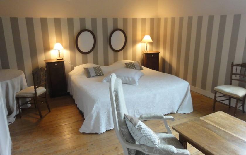 Location de vacances - Chambre d'hôtes à Bois-Guilbert - La chambre d'Hôtes de Pétronille dans l'aile ouest au 1er étage