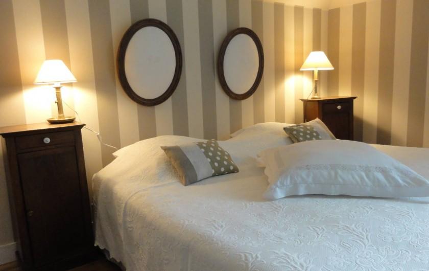 Location de vacances - Chambre d'hôtes à Bois-Guilbert - Décoration maison faite de dentelles et broderies anciennes et de lin