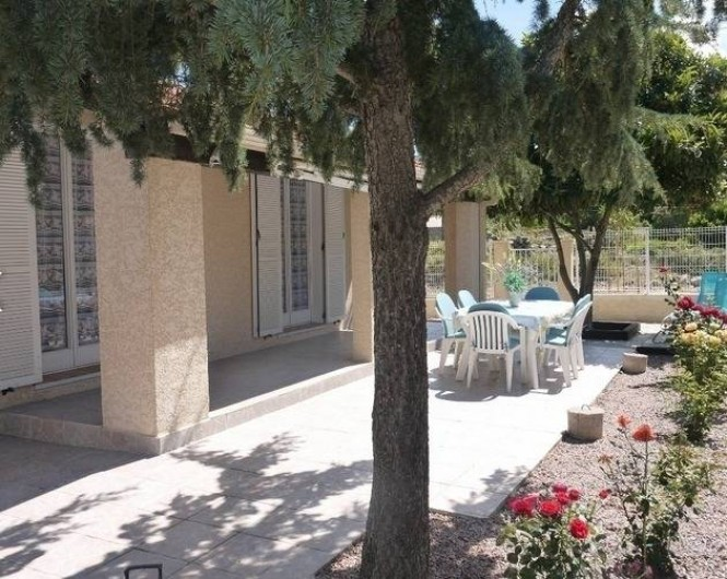 Location de vacances - Gîte à Castifao - terrasse extérieure photo2