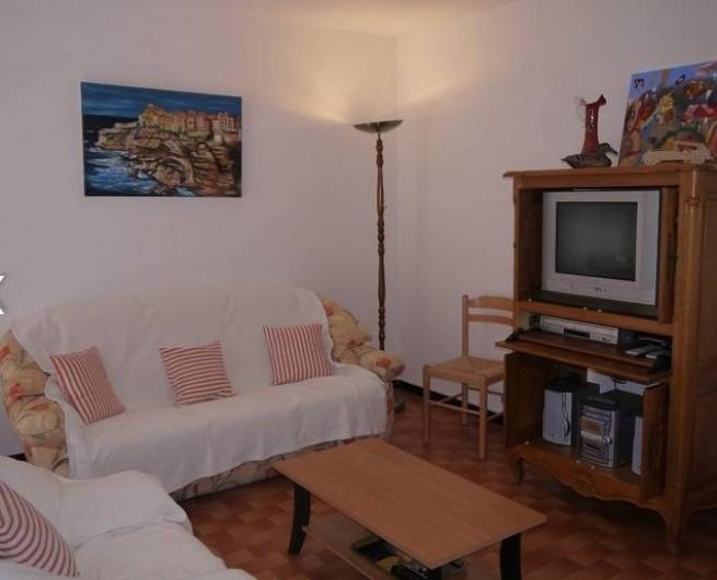 Location de vacances - Gîte à Castifao - photo 2 du séjour télévision écran plat