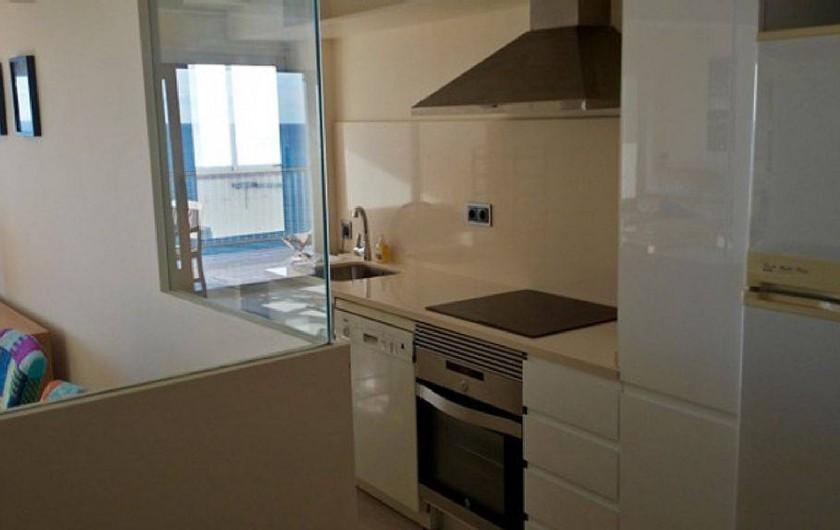 Location de vacances - Appartement à Salou - Cuisine moderne et fonctionnelle et très bien équipée avec vue mer