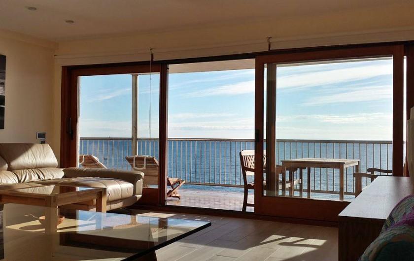 Location de vacances - Appartement à Salou - Salon-séjour en 1ere ligne avec vue mer à 180°