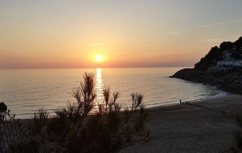 Location de vacances - Appartement à Salou - Couché de soleil Cala Crancs  superbe plage sable à coté résidence
