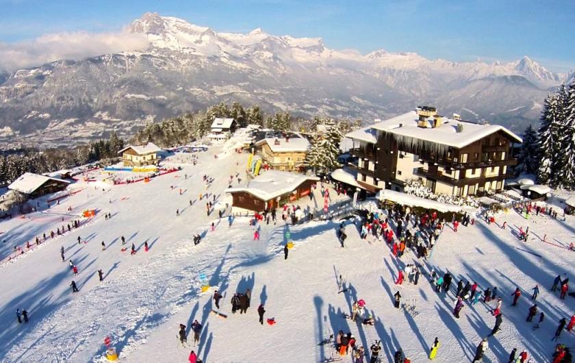 Location de vacances - Appartement à Combloux - le départ des pistes de ski