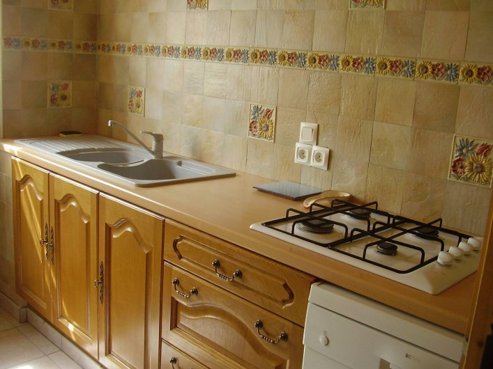 Location de vacances - Appartement à Combloux - cuisine avec four, micro onde et frigo-congélateur