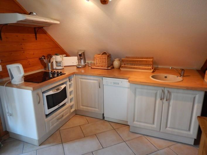 Location de vacances - Chalet à Crévoux - La cuisine équipée