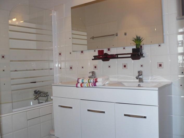 Location de vacances - Gîte à Le Glabat - Salle de bains chambre d'hôtes Eugénie
