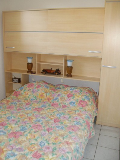 Location de vacances - Appartement à Gruissan - chambre  lit en 140