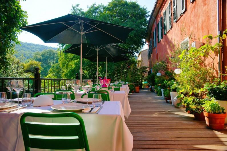 Location de vacances - Hôtel - Auberge à Collobrières - La Terrasse Fleurie plein Sud avec vue sur le Massif des Maures
