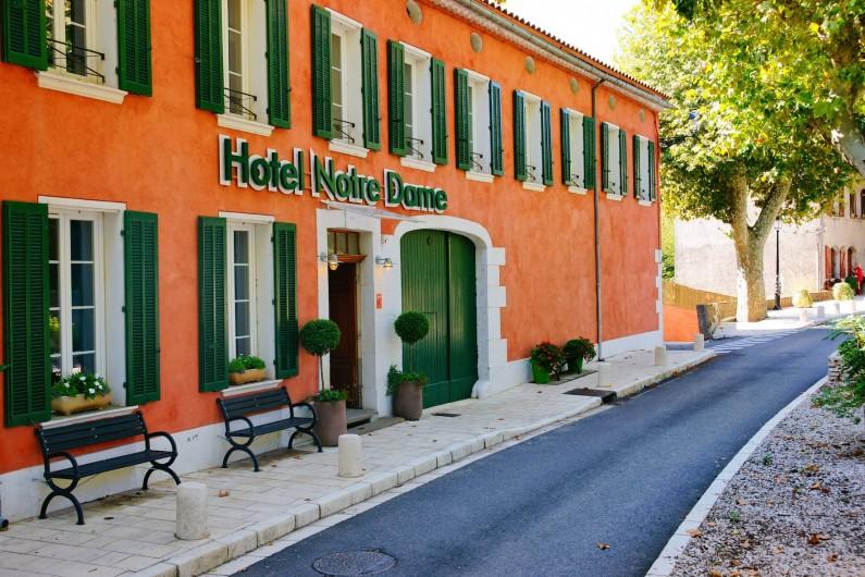 Location de vacances - Hôtel - Auberge à Collobrières - Hôtel 3 Etoiles - Classé au Guide Michelin