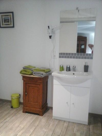 Location de vacances - Chambre d'hôtes à Les Essarts - salle d'eau papillon