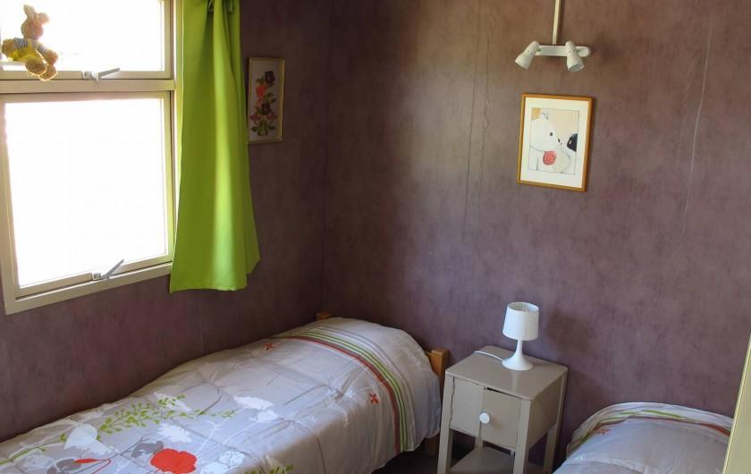 Location de vacances - Chalet à Lagrand - une chambres de 2 lits de 90