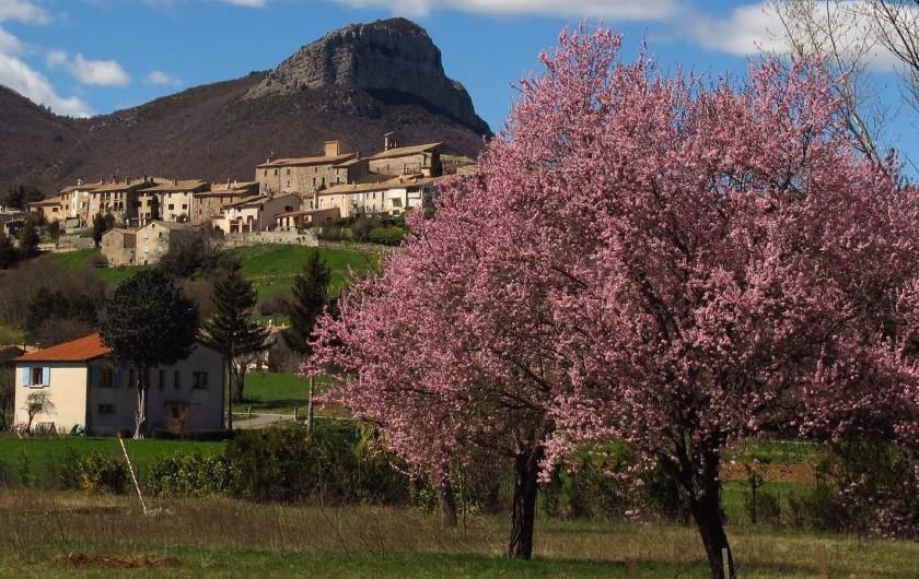 Location de vacances - Chalet à Lagrand - de beaux printemps
