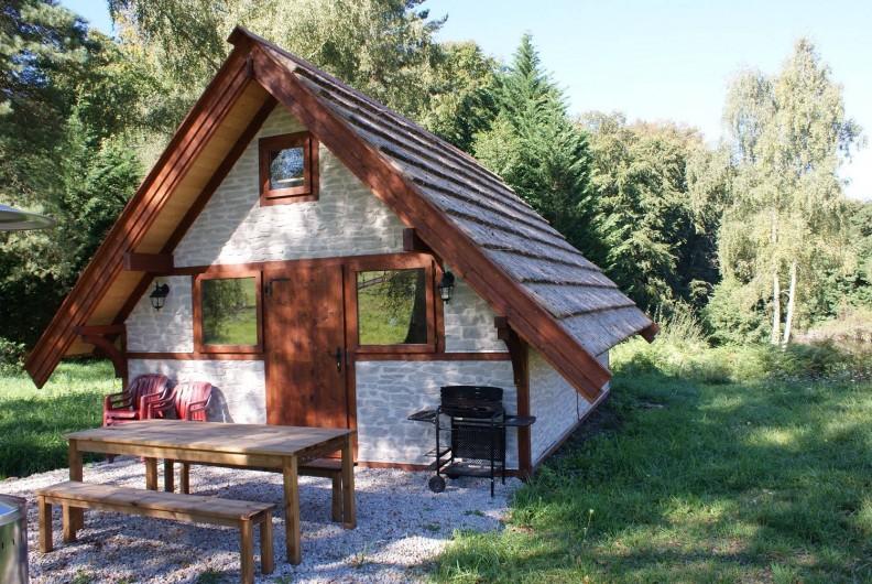 Location de vacances - Insolite à Sainte-Fortunade - Vue de L'extérieur