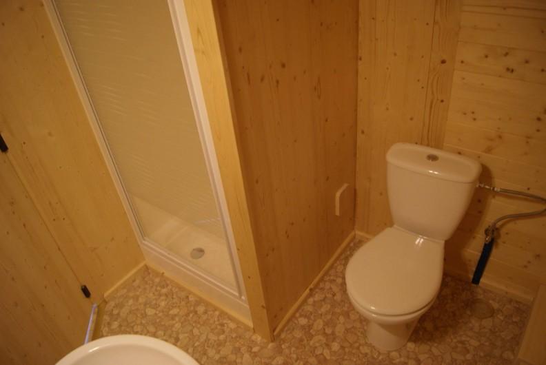 Location de vacances - Insolite à Sainte-Fortunade - Salle de douche