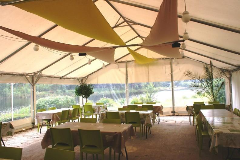 Location de vacances - Insolite à Sainte-Fortunade - La terrasse du restaurant