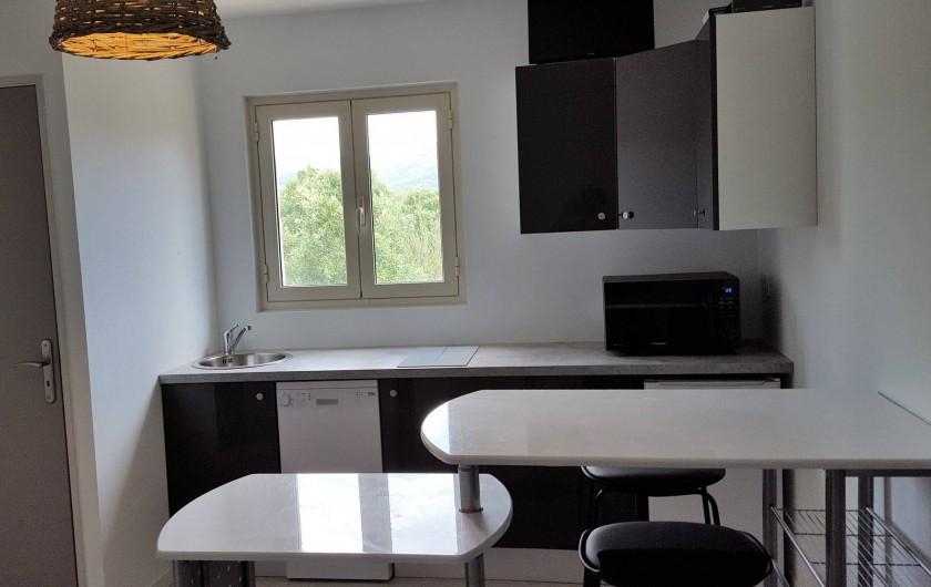 Location de vacances - Appartement à Sainte-Lucie de Porto-Vecchio - Table modulable dépliée