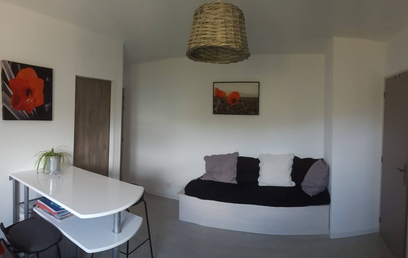Location de vacances - Appartement à Sainte-Lucie de Porto-Vecchio - Vue de la pièce principale avec coin repos - banquette 4 places