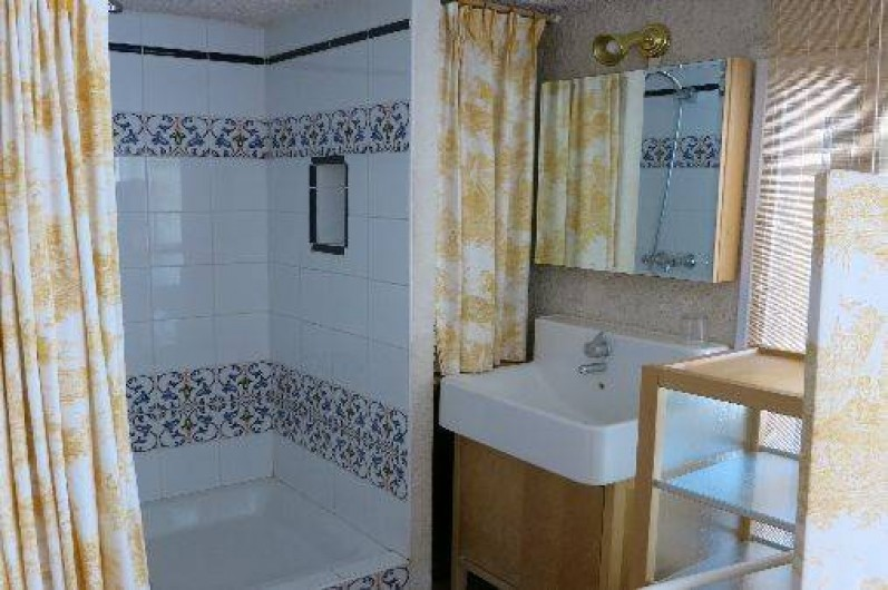 Location de vacances - Mas à Agay - Vue de la salle d'eau attenante à la chambre B