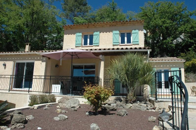 Location de vacances - Villa à Bagnols-en-Forêt - Vue de face