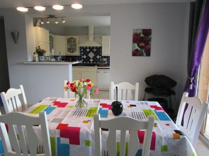 Location de vacances - Villa à Bagnols-en-Forêt - Salle a manger et salon