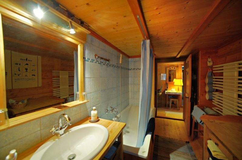 Location de vacances - Chalet à Les Diablerets - Salle de bain au rez-de-chaussée