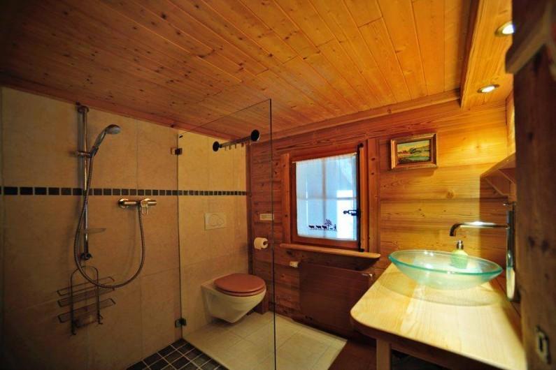 Location de vacances - Chalet à Les Diablerets - Salle de bain au 1er étage