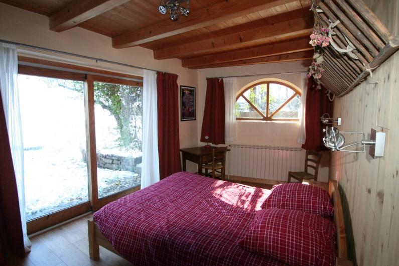 Location de vacances - Chalet à Puy-Saint-Vincent - Chambre coté jardin
