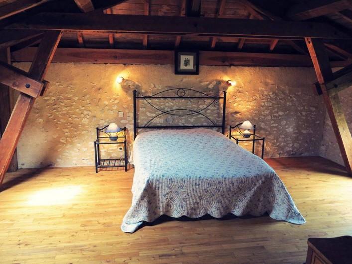 Location de vacances - Gîte à Villeréal - Grande chambre double.