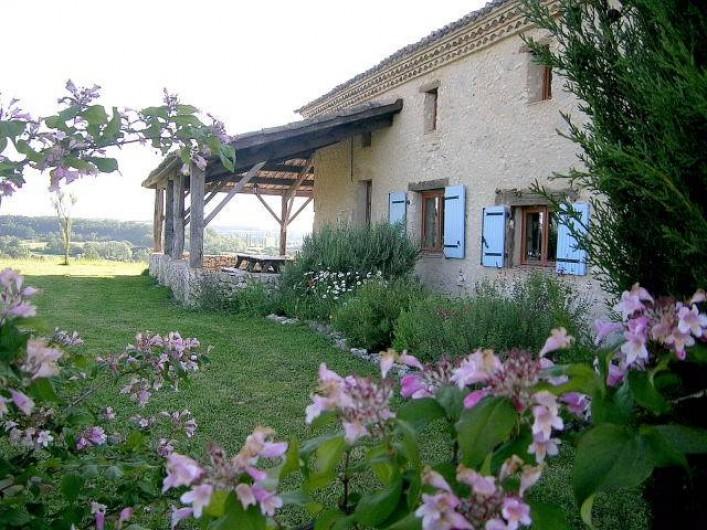 Location de vacances - Gîte à Villeréal - jardin fleuri