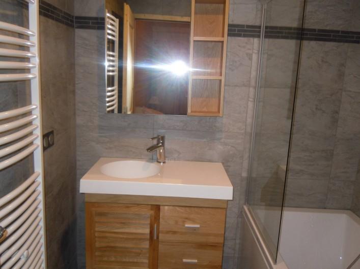 Location de vacances - Appartement à Saint-Sorlin-d'Arves - salle de bain chambre5