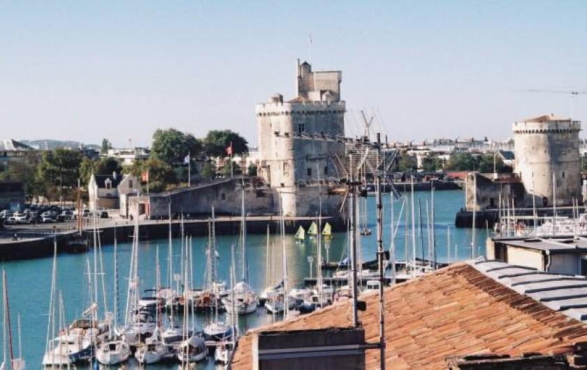 Location de vacances - Appartement à La Rochelle - Les Tours du Vieux Port vues depuis la terrasse