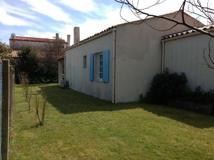 Location de vacances - Villa à Saint-Denis-d'Oléron - façade est de la maison