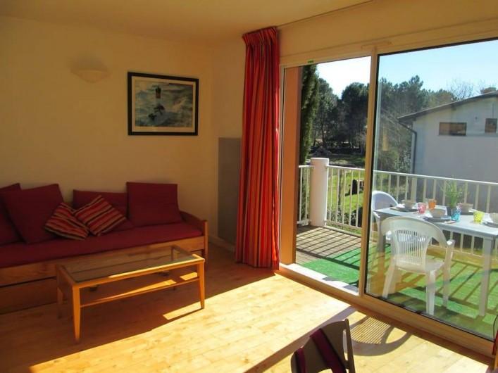 Location de vacances - Appartement à Capbreton - Salon donnant sur terrasse