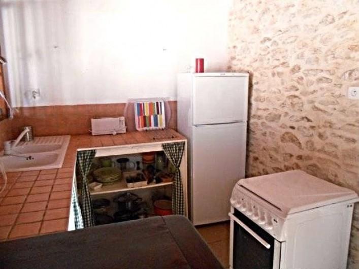 Location de vacances - Gîte à Tournon-d'Agenais - Gîte Prunier: le coin cuisine