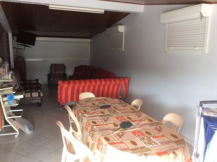 Location de vacances - Villa à Rivière-Pilote - SALON COIN TELE