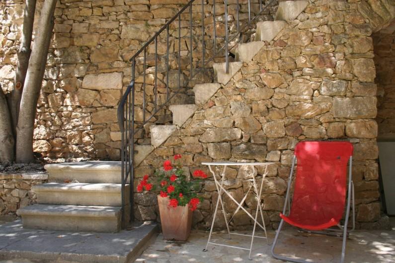 Location de vacances - Mas à Goudargues - La cour intérieure