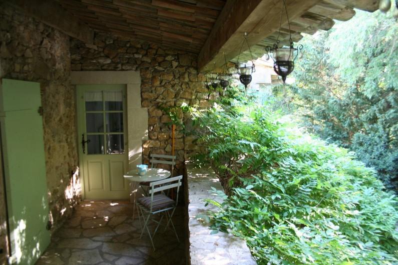 Location de vacances - Mas à Goudargues - Balcon au dessus de la cour intérieure