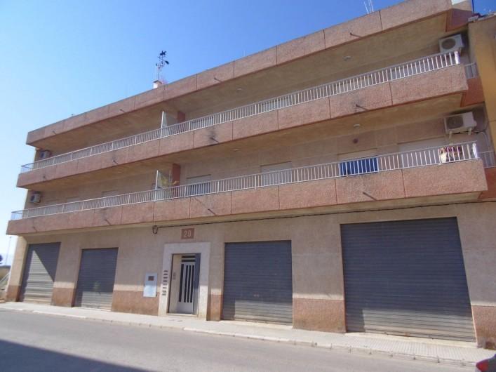 Location de vacances - Appartement à Valence - immeuble avec terrasse  350m2 au 3iéme étage 4 appartement  garages au redc