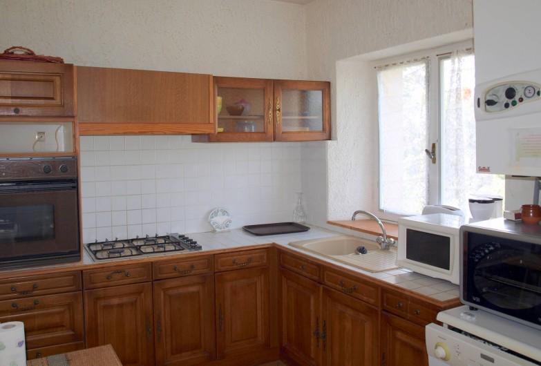 Location de vacances - Appartement à Airoux - cuisine appartement Corail