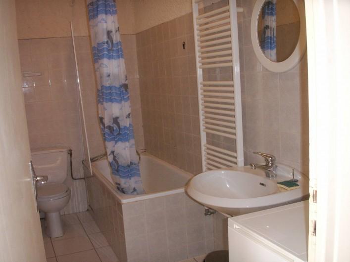 Location de vacances - Appartement à Airoux - salle de bain appartement Corail