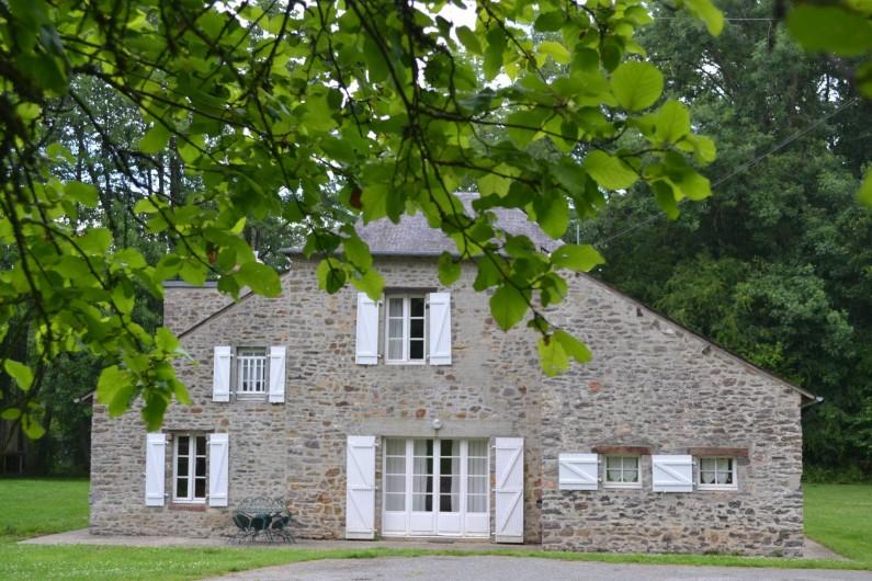 Location de vacances - Gîte à La Baconnière - Façade plein sud de la grande île de la Poupardière avec terrasse